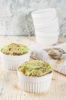 Dessert asiatique tendance, tiramisu au matcha vert