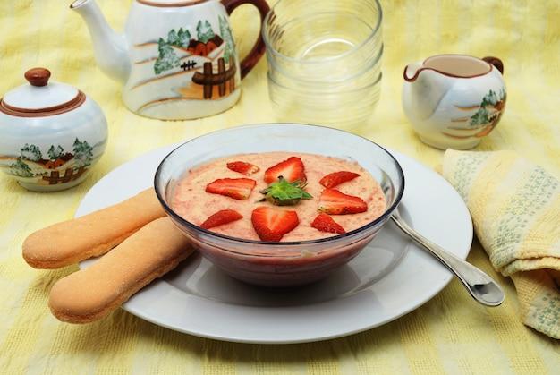 Dessert aux fraises, crème bavaroise