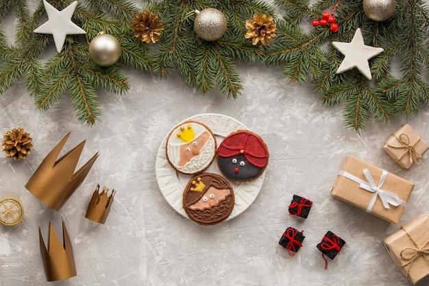 Dessert et cadeaux d'épiphanie faits maison