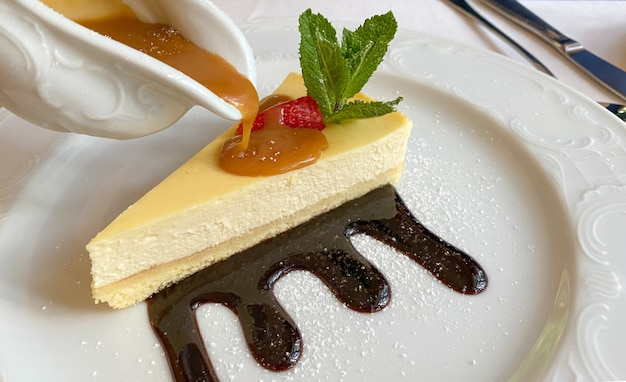 Dessert cheesecake nappé de caramel