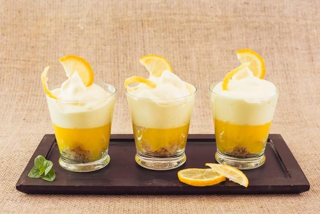 Dessert délicieux couche de citron