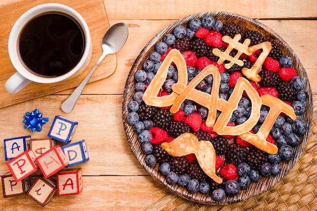 Dessert de fête des pères vue de dessus avec café