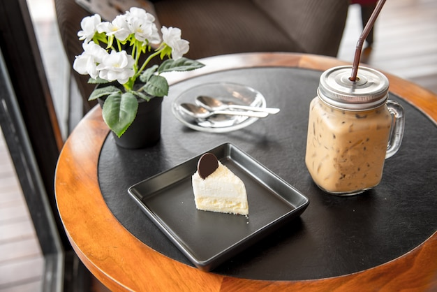 Dessert gâteau de noix de coco et café