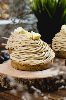 Dessert mont blanc ou gâteau à la crème de marrons.
