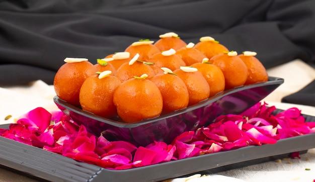 Dessert populaire indien gulab jamun