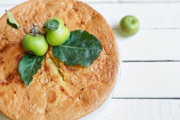 Dessert tarte aux pommes biologique fait maison prêt à consommer