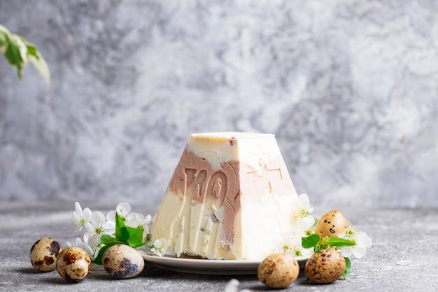 Dessert traditionnel au fromage de pâques