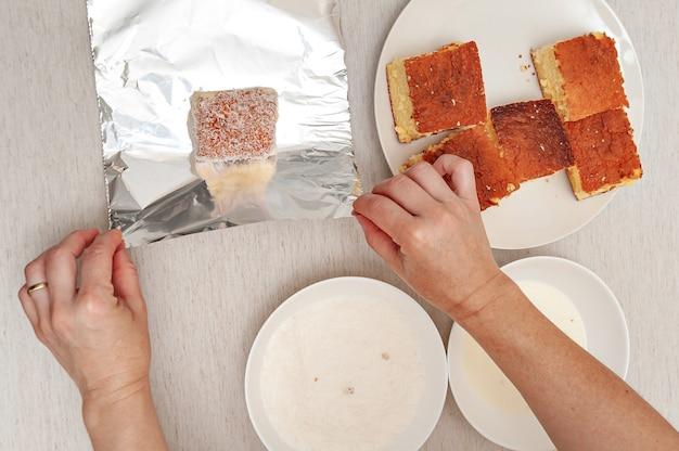Dessert traditionnel brésilien connu sous le nom de bolo gelado en portugais