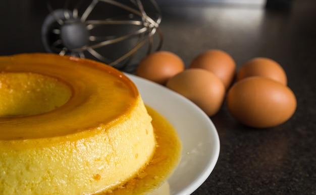 Dessert traditionnel brésilien, pudding au lait.