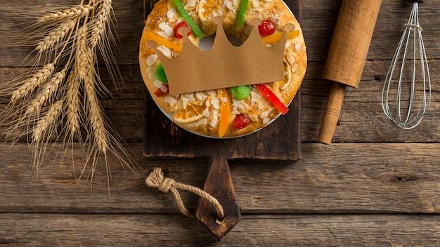 Dessert et ustensiles roscon de reyes