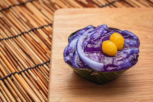 Desserts thaïlandais à la feuille de bananier.