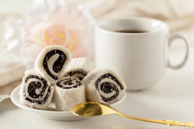 Desserts traditionnels orientaux sur la table