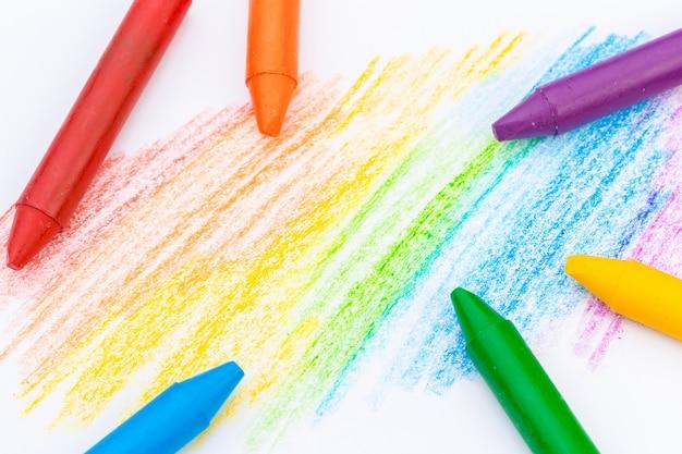 Dessin au crayon de cire. dessiné à la main. isolé sur blanc