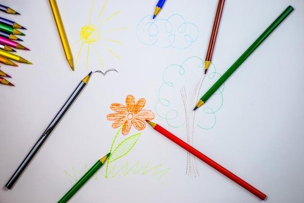 Dessin avec des crayons de couleur