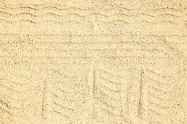 Un dessin sur le fond de sable de la plage.