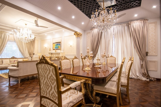 Dessin de maison moderne et de luxe et salle à manger