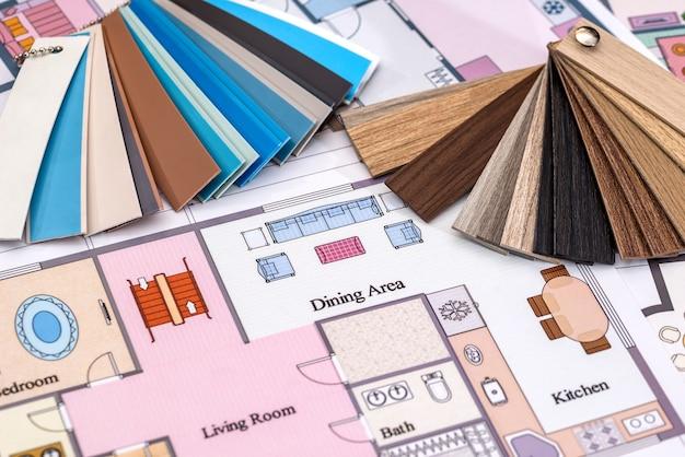 Dessins architecturaux sur papier et échantillons de couleurs