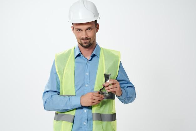 Dessins d'homme à la main fond clair de l'industrie de la construction