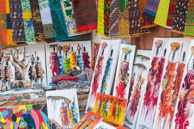 Dessins nationaux de peintures de gens sur l'île de zanzibar