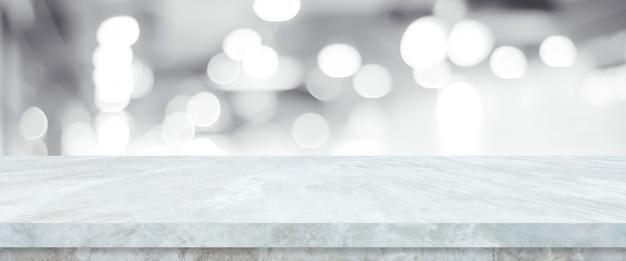 Dessus de table blanc vide, comptoir, bureau sur magasin de perspective flou avec fond clair bokeh