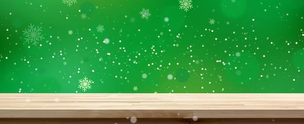 Dessus de table en bois sur fond de bokeh vert avec neige blanche, bannière panoramique