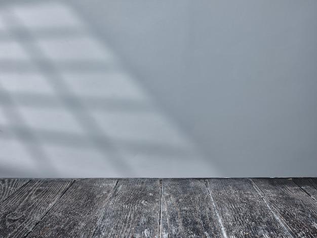 Dessus de table noir vide avec la lumière de la fenêtre sur l'arrière-plan