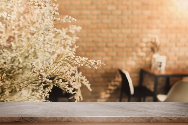 Dessus de table en pierre et café bokeh floue et fond intérieur de café