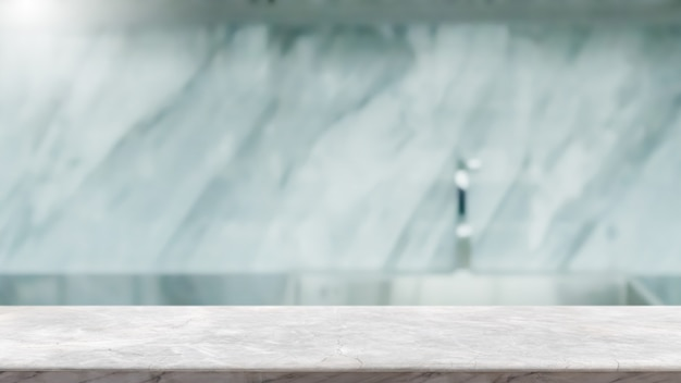 Dessus de table en pierre de marbre blanc vide et fond intérieur de cuisine floue avec filtre vintage - peut être utilisé pour l'affichage ou le montage de vos produits.