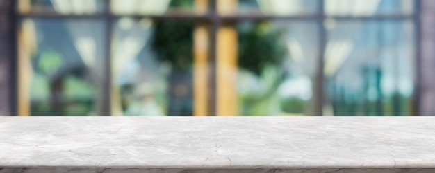 Dessus de table en pierre de marbre blanc vide et intérieur de la fenêtre en verre flou