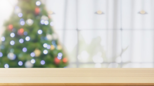 Dessus de table vide avec arbre de noël flou avec fond clair bokeh