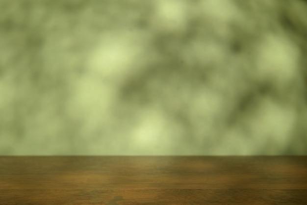 Dessus de table vide sur vert. pour la présentation du produit