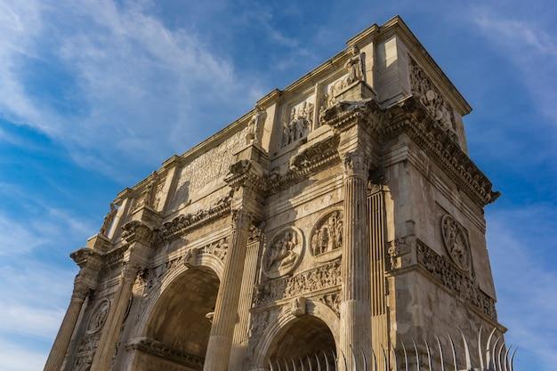 Détail de l'arc de constantin à rome, italie