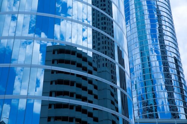 Détail des bâtiments en miroir du centre-ville de houston au texas