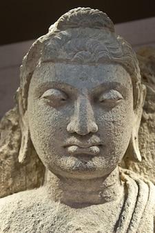 Détail D'un Bodhisattva Debout, 2e Siècle Ac - Culture Composée Pour être Utilisée Comme Icône Photo Premium