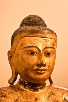Détail d'un bodhisattva debout, 2e siècle ac - culture composée pour être utilisée comme icône