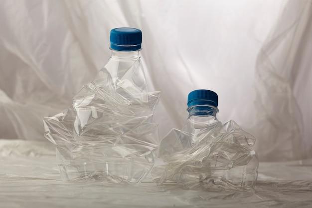 Détail des bouteilles en plastique pour le recyclage.