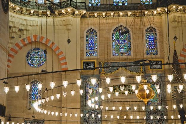 : détail des décorations de l'intérieur de la mosquée bleue d'istanbul