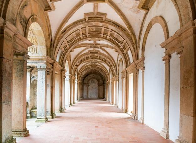 Détail du cloître du couvent du christ à tomar, portugal