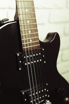Détail du corps et du cou de la guitare électrique