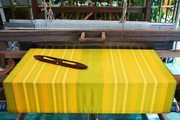 Détail du métier à tisser pour la production artisanale de soie ou de textile