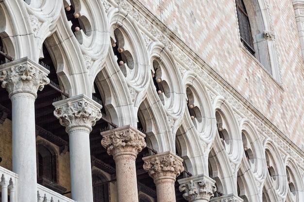 Détail du palais des doges palazzo ducale à venise, en italie.