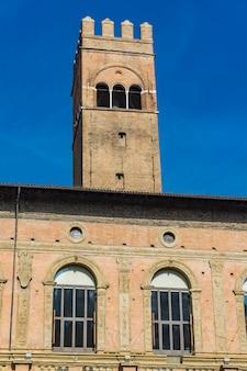 Détail du palais podesta à bologne, italie