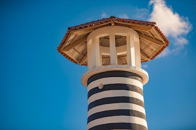 Détail du phare de bayahibe sous un ciel bleu