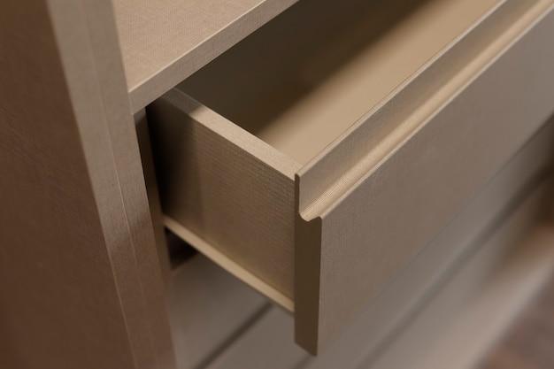 Détail du tiroir ouvert doublé de tissu