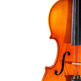 Détail du vieux violon sur fond blanc