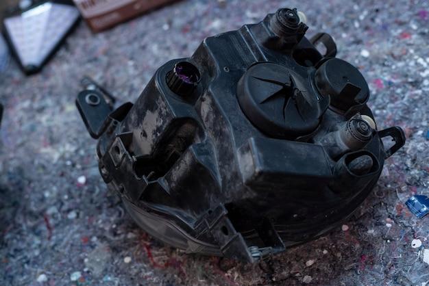 Détail des feux de voiture utilisé des pièces de rechange dans un bureau d'atelier
