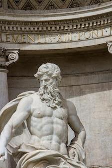 Détail de la fontaine de trevi à rome, italie