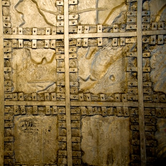 Détail d'un mur doré, colline d'el panecillo, quito, équateur