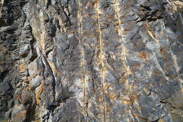 Détail pierre ardoise dans les pyrénées