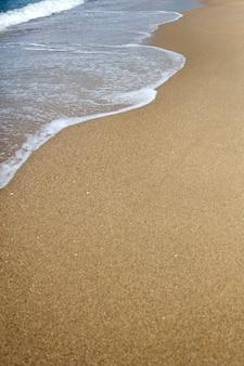 Détail de la plage d'eau et de sable
